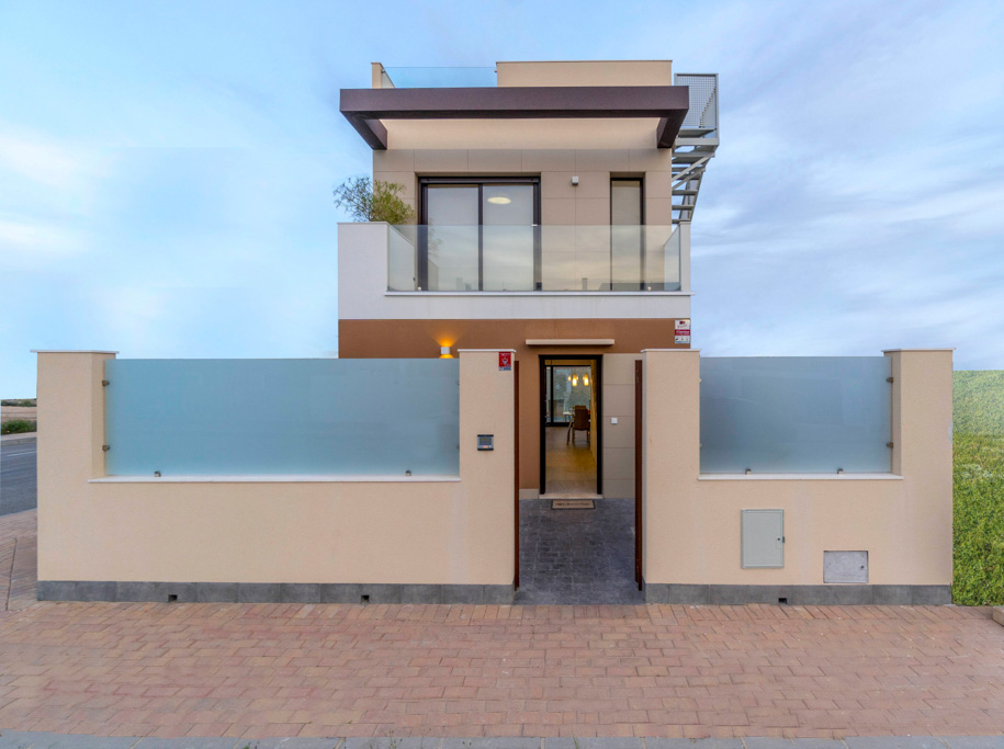 4 newly built villas with 3 bedrooms, 2 bathrooms, private pool, private parking San Pedro del Pinatar Murcia Near the beach image 1