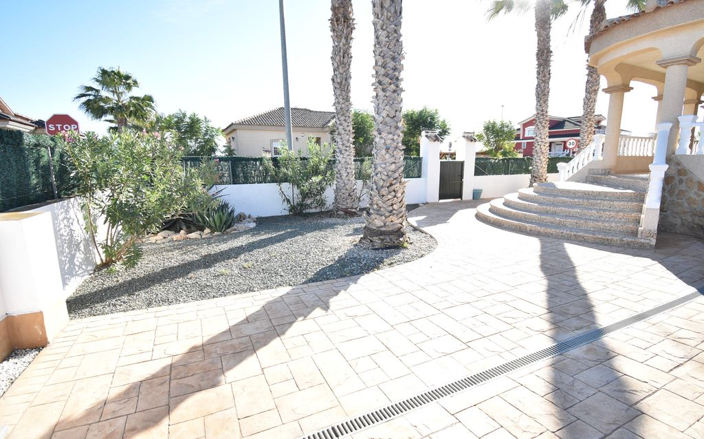 3 bedroom Villa for sale in Gea y Truyols Resort image 1